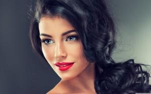 красива жена